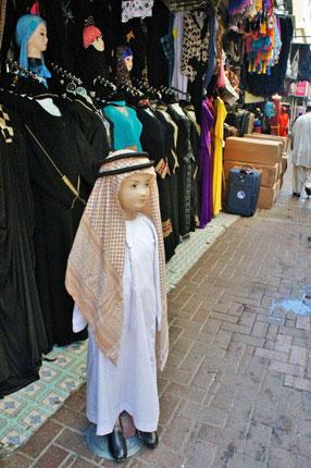 こちらはアラブ版横断旗人形?…ではありません(笑)