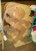 「とび太くん」の生みの親となる型と「とび太くん」の形に切り抜かれたコンパネ